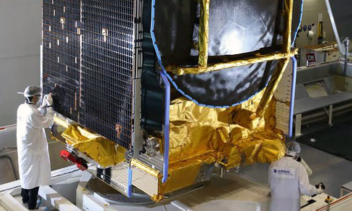 airbus defence and space transf u00e8re sur le site de lancement le satellite ses